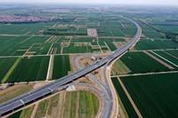 京德高速(一期工程)河北廊坊段(5月10日摄,无人机照片)。