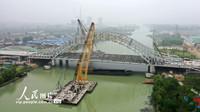 5月13日拍摄的京杭运河大桥施工现场。