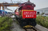 """5月13日,""""中越老""""农资产品跨境多式联运班列驶离南宁国际铁路港。"""