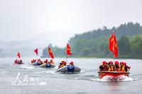 2021年5月13日,湖北省襄阳市消防救援支队在汉江水域开展舟艇编队行进演练。