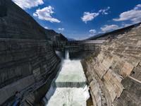 建设中的白鹤滩水电站(无人机照片,5月13日摄)。