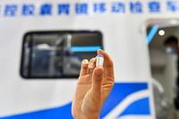 这是5月21日在第十二届中国中部投资贸易博览会上拍摄的磁控胶囊胃镜产品。新华社记者 曹阳 摄