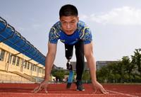 5月24日,李茂大在训练中准备起跑。