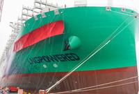 """這是5月26日在上海拍攝的超大型雙燃料集裝箱船""""達飛·特羅卡德羅""""號。"""