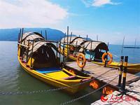 溪邳村的彩色漁船。人民網 亞瑟夫 攝