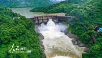 2021年5月30日,位于湖南省郴州市桂陽縣的歐陽海水庫正在開閘泄洪,確保安全度汛。