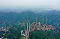 6月13日拍攝的河北省平山縣境內太行山高速(無人機照片)。