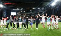 丹麥隊員賽后慶祝晉級16強。來源:Osports圖片社