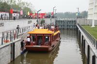 6月26日,游船停靠在北京市通州區甘棠船閘內。新華社記者 田晨旭 攝