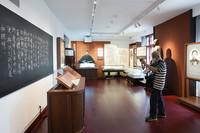 6月29日,參觀者在北大紅樓內參觀。