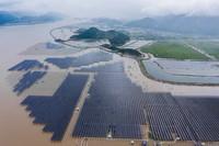 6月29日拍攝的剛剛并網發電的象山長大涂灘涂光伏項目(無人機照片)。
