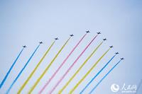 圖為飛行慶祝表演。人民網記者 王天樂攝