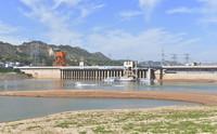 7月4日拍攝的低水位運行的甘肅劉家峽水電站。