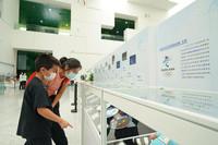 公众在中国科技馆青少年冬奥教育基地参观。北京冬奥组委供图