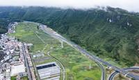 8月15日拍摄的秀印高速公路石梁至木黄路段(无人机照片)。新华社记者 陶亮 摄