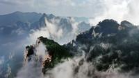 8月14日,奇景幻影的西岳华山风光(无人机照片)。