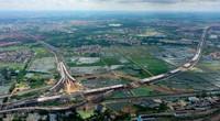 9月2日拍摄的沈海高速海口段项目施工工地(无人机照片)。