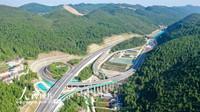 这是9月9日拍摄的石(阡)玉(屏)高速公路石阡东互通立交。