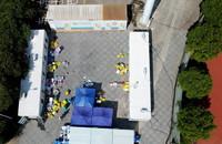 9月14日在仙游县体育中心拍摄的移动PCR方舱核酸检测点。