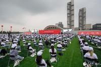 9月14日上午,北京电影学院2021级新生开学典礼在新启用的怀柔校区操场举行。人民网记者 翁奇羽摄