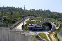 9月16日,首趟检测列车行驶在安九高铁线路上。