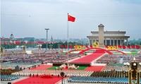 2021年7月1日上午,庆祝中国共产党成立100周年大会在北京天安门广场隆重举行。习近平总书记在大会上庄严宣告,我们实现了全面建成小康社会的第一个百年奋斗目标。图为庆祝大会现场。 李舸/摄