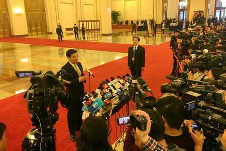 全国人大会议开幕前 各部长就热点问题答记者问