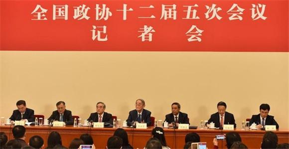 政协委员谈促进经济平稳健康发展记者会