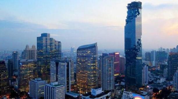 泰国第一高楼凹凸不平 逼死强迫症