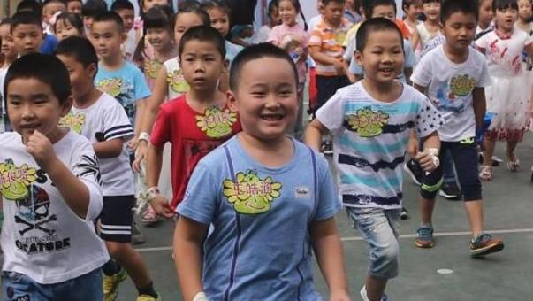 小学新生入学 萌娃分享快乐表情包
