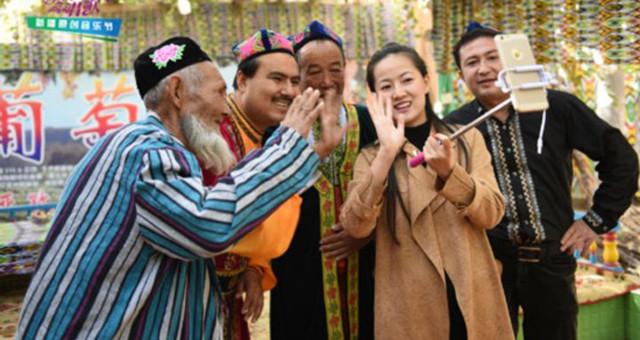 新疆吐鲁番农民首当网络主播晒家乡