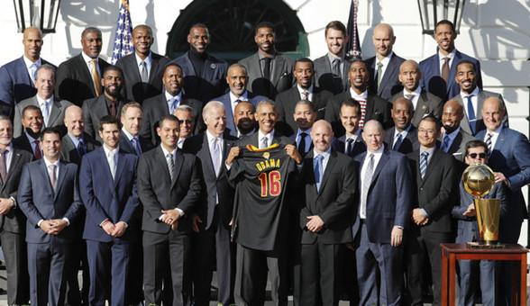 奥巴马白宫接见骑士队!第一夫人爱自拍抢眼