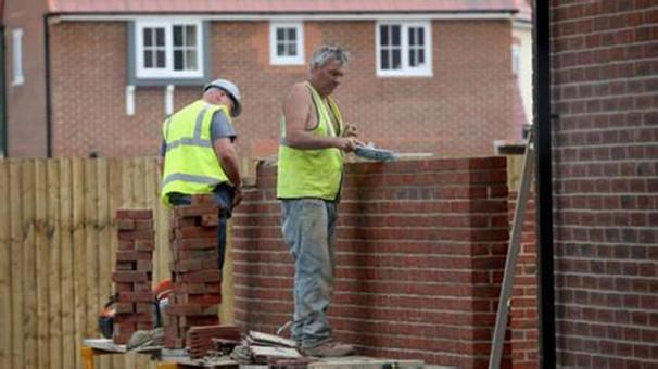 英国政府承认存在住房短缺问题
