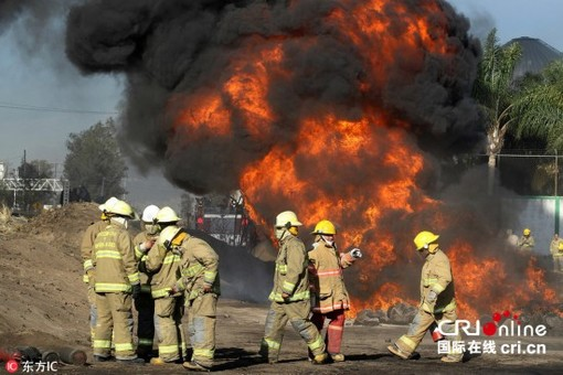 墨西哥油管爆炸燃烧20小时