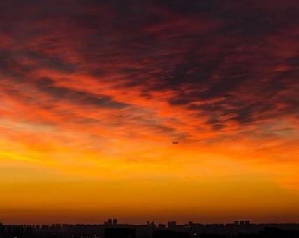 北京现最美朝霞 惊艳整片天空
