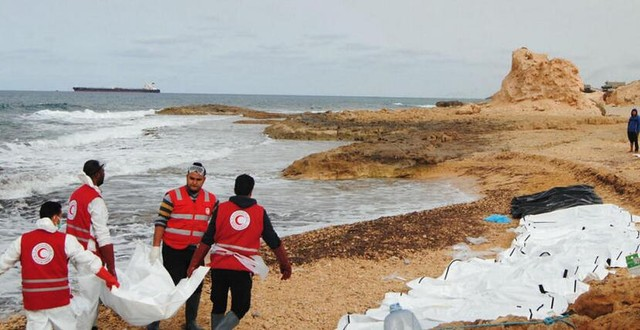 74具移民尸体被冲到利比亚北部海滩
