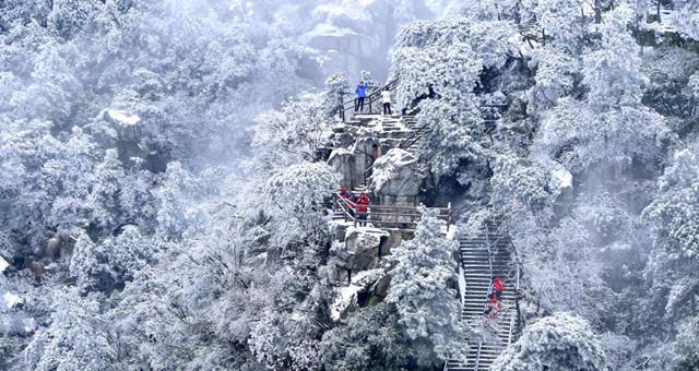 """低温雨雪带来美景 九江庐山披""""银装"""""""