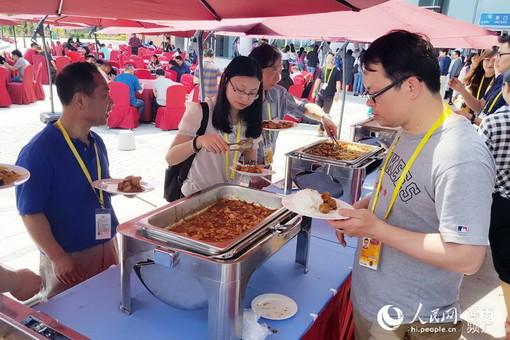 博鳌亚洲论坛中外记者都吃啥?