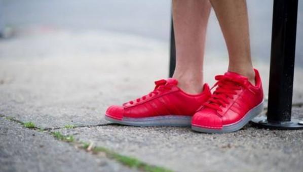 露脚踝姑娘,崴脚和时尚你选哪个?