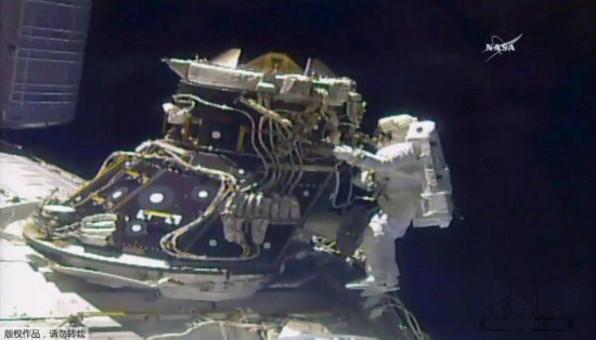 国际空间站突发状况 宇航员太空行走修复