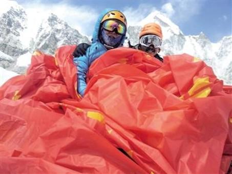 50岁重庆大叔成功登顶珠峰 花费29万元