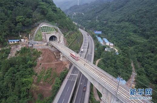 我国首条穿越秦岭的高速铁路预计年内开通
