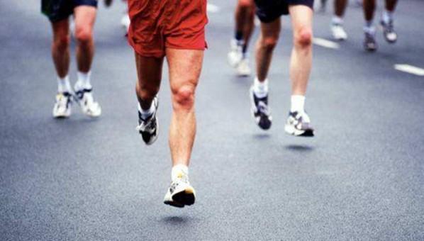"""跑步到底伤不伤膝盖?专家建议重视""""运动处方"""""""