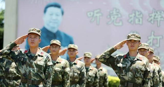 海南武警战士高唱军歌迎接建军90周年