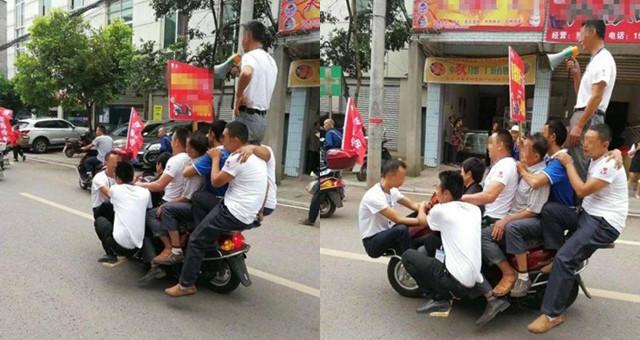 10人骑一辆摩托游街 全被送警队处理