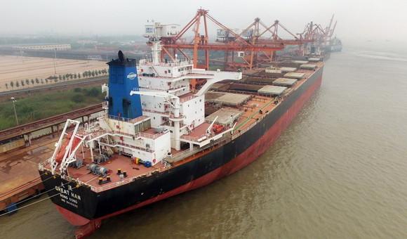常州口岸迎史上最大吨位船舶