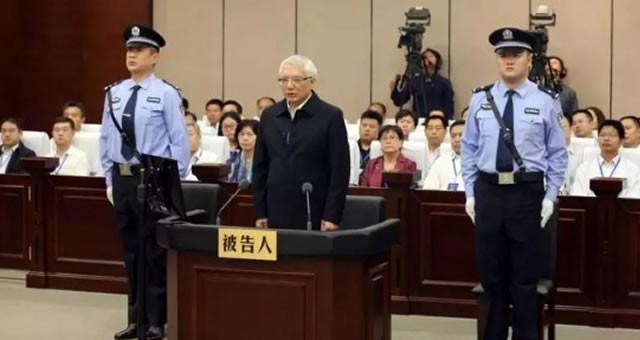 """2017年反腐""""成绩单"""":曾一天宣判8虎"""