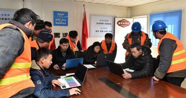 """北京工地开设""""解忧杂货店"""" 为农民工网购返乡车票"""