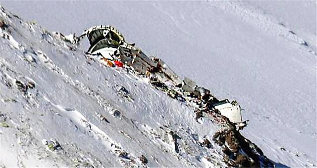 搜救队找到伊朗失事客机残骸和遇难者遗体