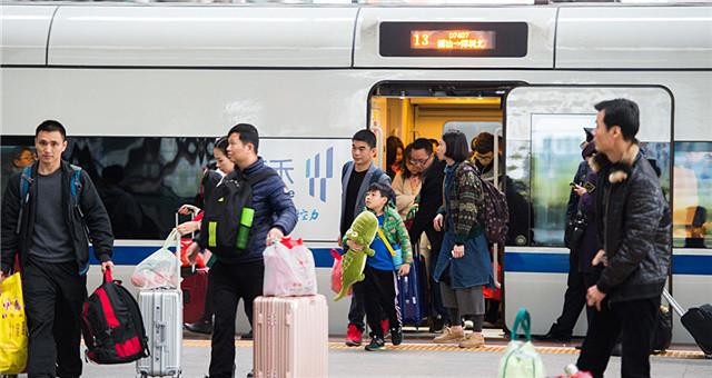 深圳北站返程高峰持续 单日抵达旅客超20万